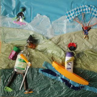 Unser Platz 1: Müll-Bergbild von Luci (4), Miri (4) und Valentin (9)