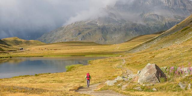 Eine schöne Gegend kann auch schlechtes Wetter nicht kaputtmachen – Wolkenstimmung am Plan du Lac. Foto: Iris Kürschner