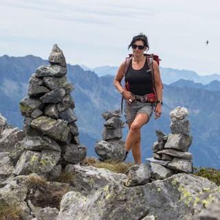 Der Gipfel der Cima Pedum ist mit Steinmännern unverfehlbar markiert. Foto: Stefan Neuhauser