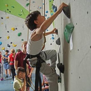 Zeid klettert im DAV-Kletterzentrum Berlin, Foto: DAV-Sektion Berlin