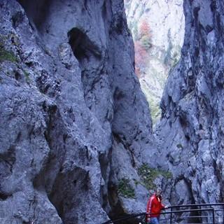 Höllentalklamm - Kalt, nass und imposant führt der Weg durch die Höllentalklamm.