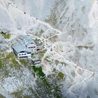 Die Knorrhütte - Stützpunkt beim Aufstieg durch das Reintal, Foto: Jörg Bodenbender
