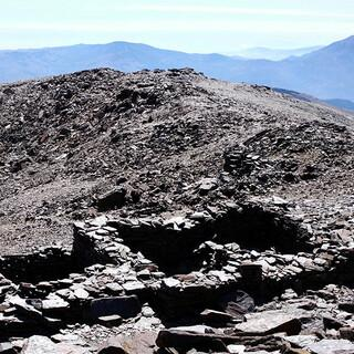 Vergangenheit: Ruinen am Mulhacen lassen Fragen nach ihrem Ursprung aufkommen. Foto: Josef Schlegel
