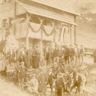 Einweihung der Zoishütte, 1897. Archiv des DAV, München