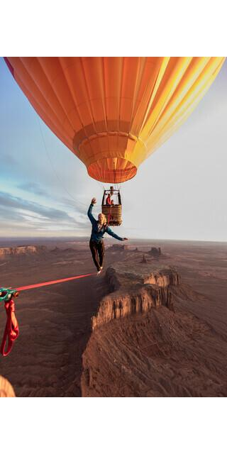 Building Bridges. - Niklas Winter hoch über dem Monument Valley. Foto: One Inch Dreams