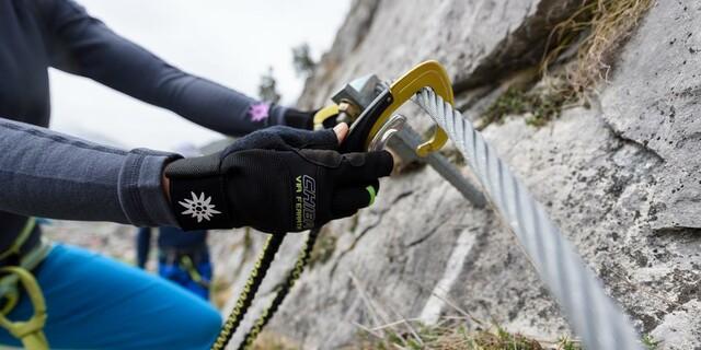 Einhängen am Klettersteig, Foto: DAV/Wolfgang Ehn