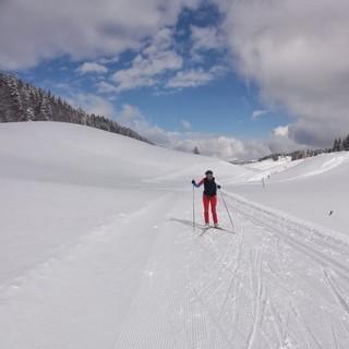 """Der letzten Etappe der GTJ - Die """"Combes"""" der letzten GTJ-Etappe sind wahre Schneelöcher. Bei Dauerfrosttemperaturen bleibt der Schnee hier bis in den April."""