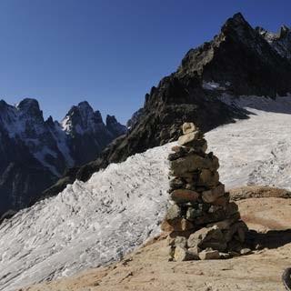 Zur Écrinshütte - Prosit! Rast am Weg zur Écrinshütte vor Glacier Blanc und Barre des Écrins.
