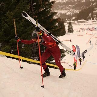 Sophia Weßling bei der harten Tragepassage - Foto: ISMF / Maurizio Torri
