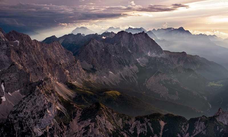Nördliche Karwendelkette - Abendstimmung an der nördlichen Karwendelkette   Foto: Jörg Bodenbender