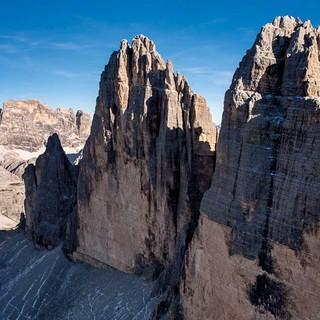 Mai: Die Drei Zinnen in den Sextener Dolomiten, Foto: Jörg Bodenbender