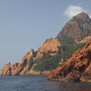 Korsika - Gebirge im Meer. Foto: Martin Sinzinger