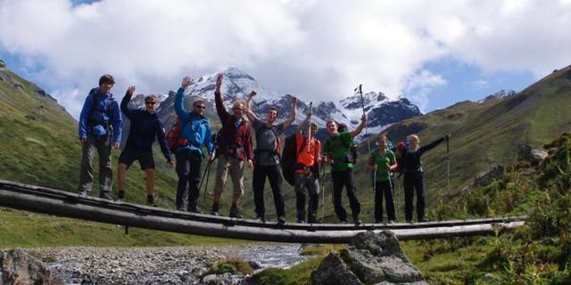 Jugendliche auf Bergtour in den Allgäuer Hochalpen&#x3B; Foto: Ben Miroux