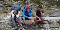 Schüler müde und zufrieden beim Abstieg vom Pitztaler Jöchl