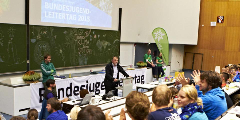 Grußwort von Roland Stierle, DAV Vizepräsident. Foto: JDAV/Ben Spengler