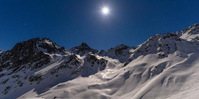 Blick bei Vollmond von der Darmstädter Hütte zum Rauhekopf im Verwall in Tirol, Foto: Wolfgang Ehn
