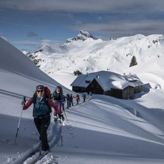 Gruppe auf Skitour. Foto: Christoph Hummel