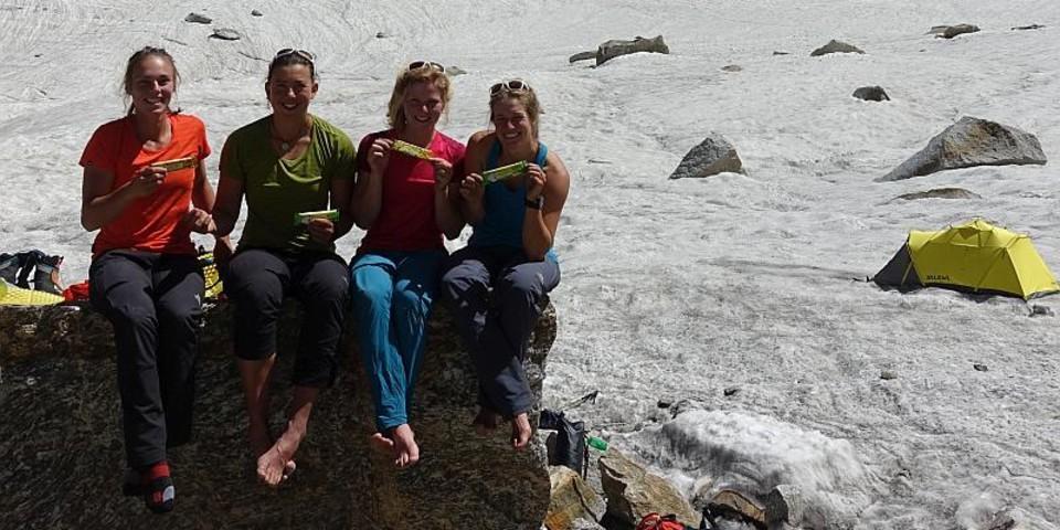 Die vier Expeditionsteilnehmerinnen im ABC. Foto: @davexpedkaderfrauen