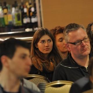 Zeitzeugengespräch - Teilnehmer hören interessiert zu&#x3B; (c) Jonas Freihart