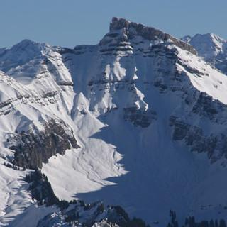 Ifen Nordseite - Berge mit Bändern: Von der Winterstaude aus beeindruckt die Nordseite des Ifen.
