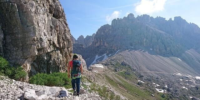 Abstieg mit Aussicht. Foto: DAV Expedkader/Caro Neukam