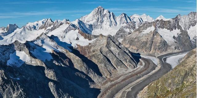 Blick auf den sich zurückziehenden Unteraargletscher / Berner Oberland Foto: Bernhard Edmaier