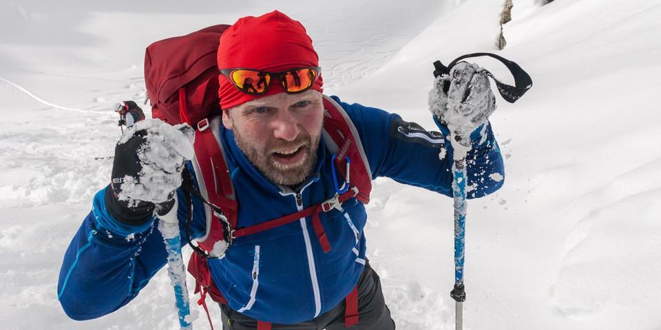 Zu den Freuden des Skitourengehens gehört natürlich auch das Spuren zu Fuß. Foto: Ingo Röger