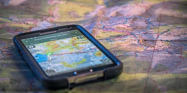 Sich Zeit nehmen für die Tourenplanung - ob mit Karte oder Smartphone, Foto: DAV/Silvan Metz