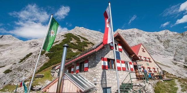 Bis zur Bettelwurfhütte ist es ein Stück – am spannendsten über den Absamer Klettersteig. Foto: Heinz Zak