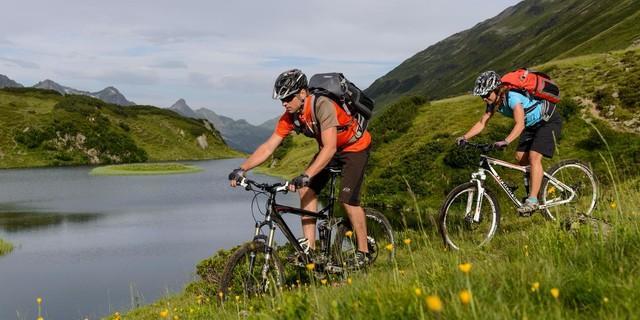 Biken in den Bergen | Foto: DAV/Wolfgang Ehn