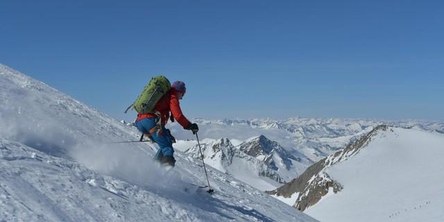 Skirunde Großvenediger: Genussreiche Abfahrt vom Rainerhorn. Foto: Stefan Herbke