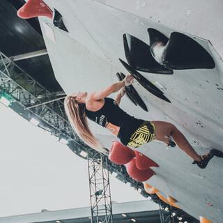 Roxana Wienand klettert souverän ins Halbfinale; Foto: DAV/Vertical Axis