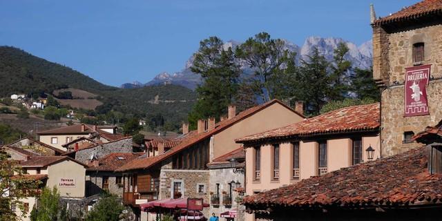 Das quirlige Städtchen Potes ist Ausgangspunkt für Touren im Süden der Picos. Foto: Antes & Antes