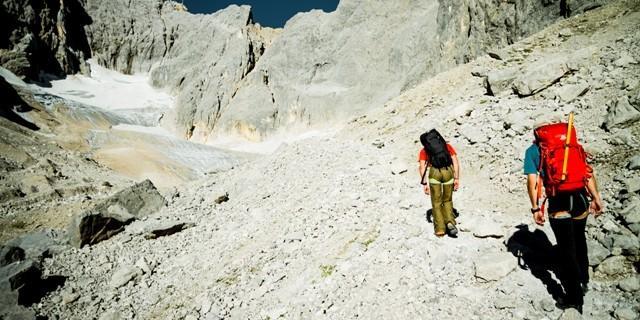 Moränengelände - Der Zustieg zum Gletscher führt durch eine Moränenlandschaft und zieht sich in die Länge. Wer hier weiter geht, muss noch genügendKraft und Ausdauer für weitere 700 Höhenmeter haben.