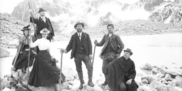 Auf der Hochebene. Mitglieder der Sektion, Tübingen bei einem Ausflug in die Alpen, Aufnahme Eugen Albrecht, um 1900. Copyright: Archiv DAV