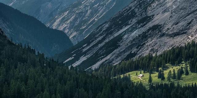 Die langen Karwendeltäler sind mühsam zum Gehen (mit Rad besser), haben aber was. Foto: Heinz Zak