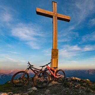 Wer hoch hinaus will, braucht das passende Bike. Foto: DAV/Chris Pfanzelt
