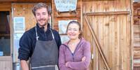 Auf dem Refuge de la Valette kochen die Chefs: Baptiste Ginollin und Julie Vingere. Foto: Iris Kürschner