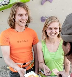 Übergabe der Kletterscheine nach erfolgreich abgelegter Prüfung, Foto: DAV