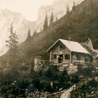Höllentalangerhuette1910 Fotograf Albert Link c  DAV Archiv Haus des Alpinismus klein