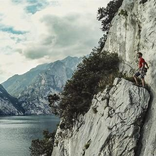 Der Profi-Kletterer Stefano Ghisolfi am Ende seiner Tour. Foto: Servus TV/West4Media