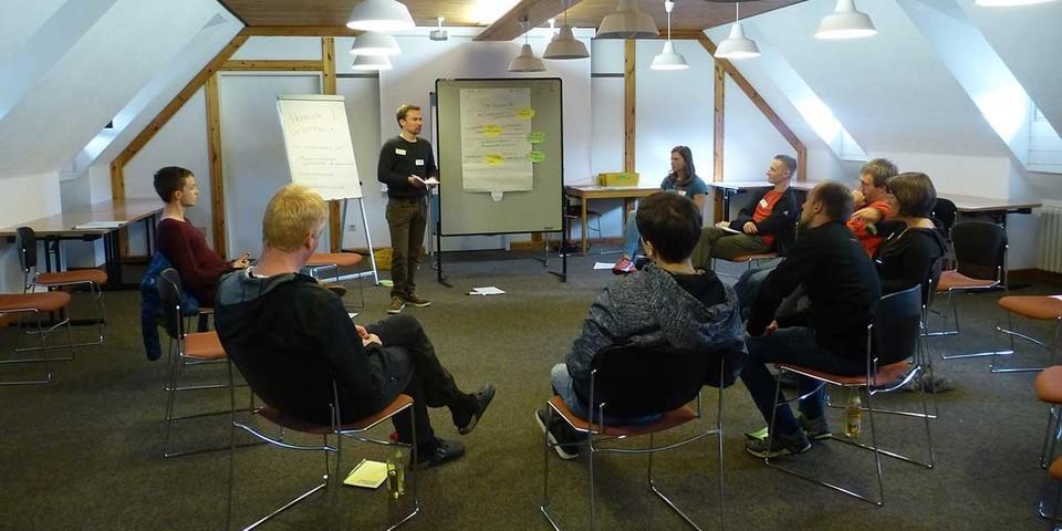 "Input im Forum ""Jugendgruppe vs. Leistungsgruppe"" von Leonard Blume, Foto: JDAV/ Lena Glaeser"