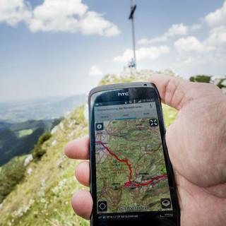 alpenvereinaktiv-tour-mit-smartphone-copyright-hans-herbig