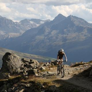 Mountainbiker vor Panorama