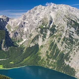 Königssee mit Watzmann Ostwand. Luftbild: Jörg Bodenbender