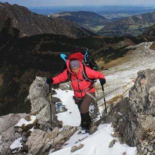 Schneeschuhe braucht man zwar noch nicht, aber mit Schneekontakt muss man auf höheren Touren bereits rechnen. Foto: DAV/ Pröttel