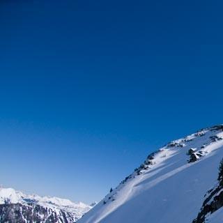 Sonnenabfahrt - Nicht ablenken lassen: Bei solchem Schnee wird jede Berglandschaft zur Kulisse.