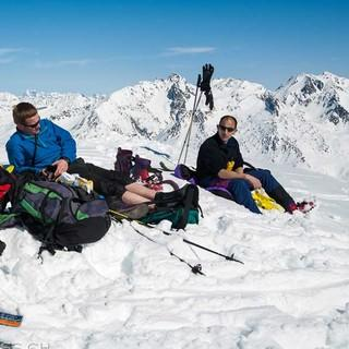 Die Variante über Winterhorn (2661 m) und Pizzo Lucendro (2692 m) auf der ersten Etappe bringt einen ausgefüllten Tourentag. Foto: Powerpress.ch