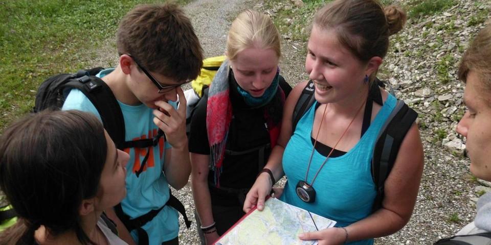 Schüler*innen auf Orientierungstour im Allgäu; Foto: Heidi Harder