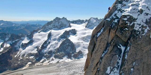 Die letzten Klettereien bieten nochmal atemberaubende Aussichten. Foto: Jochen Schmoll